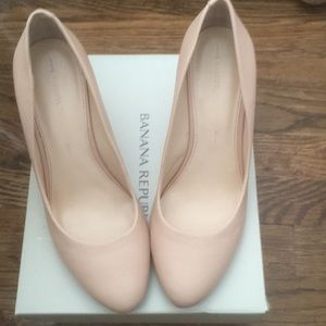 Banana Republic Rorie wedge pump in tea rose